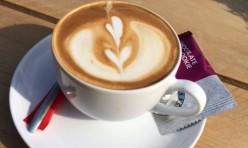 Voor een heerlijke cappuccino in de zon kunt u ook terecht bij TRIXS