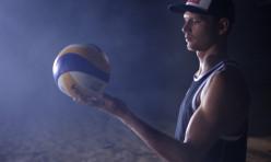 Beachvolleybalkampioen bij TRIXS voor de opnames van Red Bull